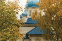 Храм осенью